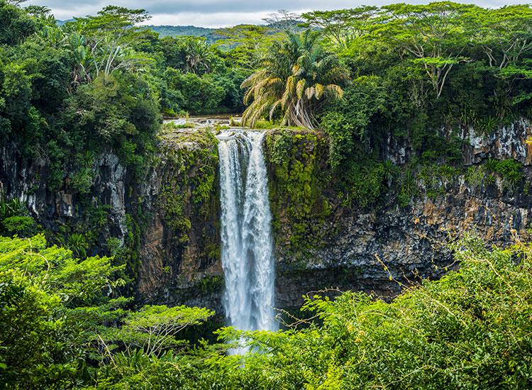 Priveliste a Cascadei din Chamarel Mauritius